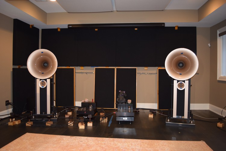 Audiophile listening room acoustics - tuned bass traps and movable speaker boundary interference hybrid absorber / diffusers.